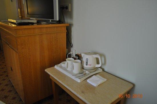 Sheraton Grand Pune Bund Garden Hotel: Tea/Coffee facility in the room