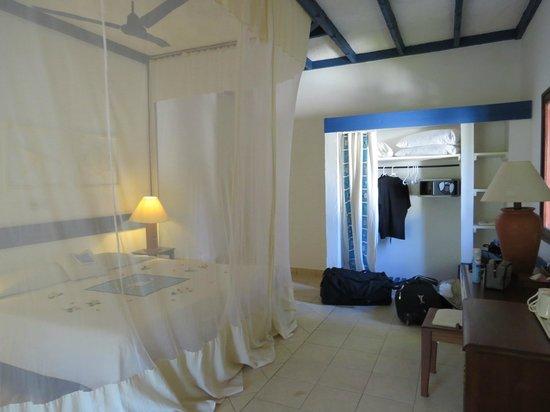 Pinewood Beach Resort & Spa: chambre avec moustiquaire