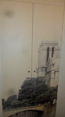 Mercure Paris Notre Dame Saint Germain des Pres : Armadio.