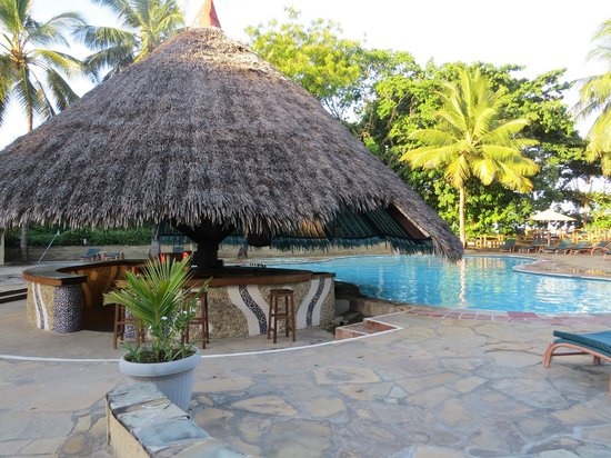 Pinewood Beach Resort & Spa: piscine ouverte de 8 h à 18 heures