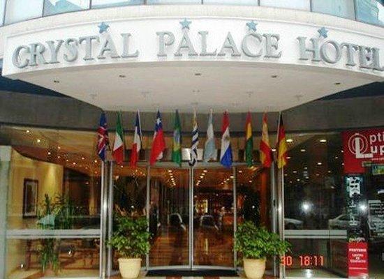 Crystal Palace Hotel : Frente do Hotel