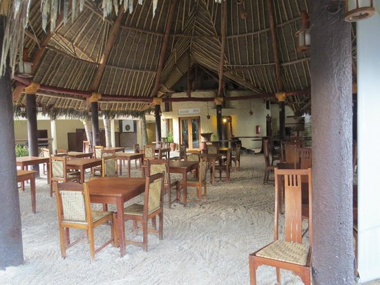 Pinewood Beach Resort & Spa: restaurant où les barbecues ont lieu