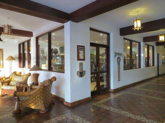 Pinewood Beach Resort & Spa: boutique souvenirs