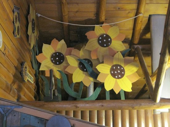 Mountain Lakes Lodge: Decor in the loft of The Garden Patch
