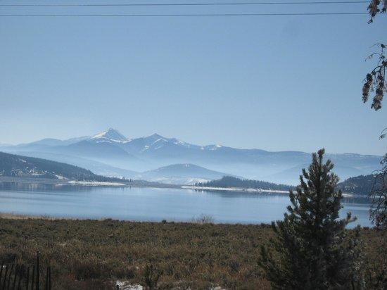 Mountain Lakes Lodge: Fall Fog on Lake Granby