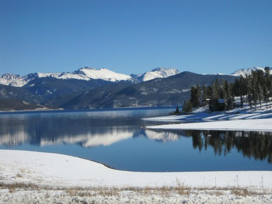 Mountain Lakes Lodge: Snow and Open Water- Lake Granby