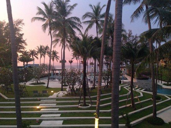 Outrigger Laguna Phuket Beach Resort : Вид из лобби