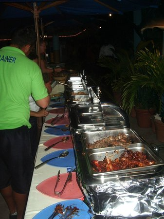 The Cracked Conch by the Sea : Buffet line