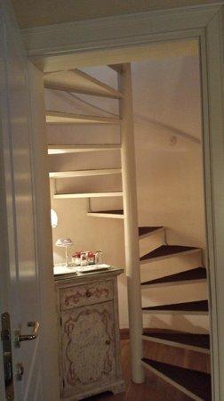 Il Sogno di Giulietta: escaliers allant à la salle de bain