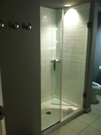 Hotel Indigo Nashville: Bathroom - King