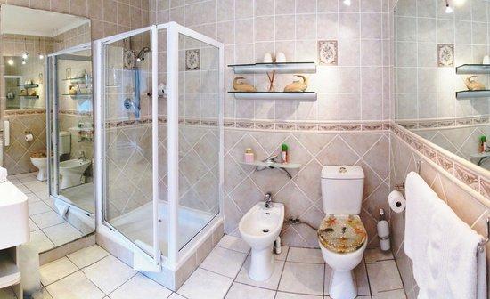 Von Abercron Residence: Tuscan Bathroom