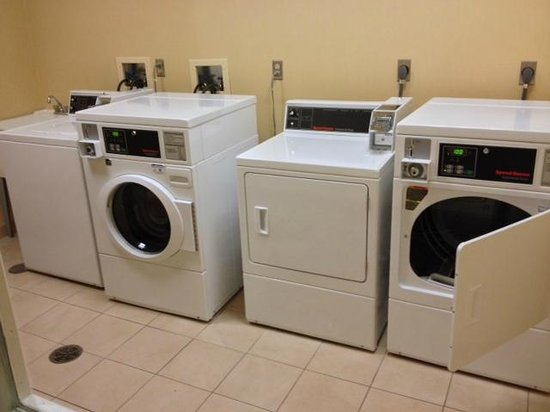Hilton Garden Inn Lake Forest Mettawa: Laundry