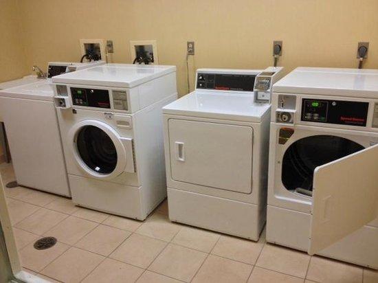 ฮิลตันการ์เด้นอินน์ เลคฟอเรสต์เมทตาวา: Laundry