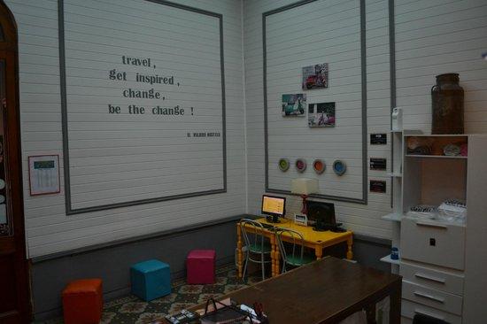 El Viajero Colonia Hostel & Suites: recepção
