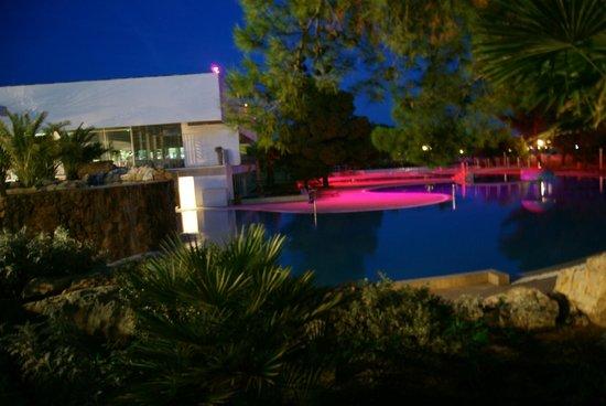 Solaris Hotel Ivan: Pool bei Nacht