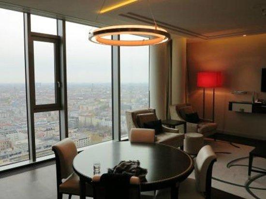 Waldorf Astoria Berlin : Tower-Suite Wohnbereich