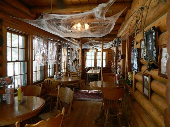 Beaver Meadows Resort Ranch: (The restaurant was still decorated from Halloween)