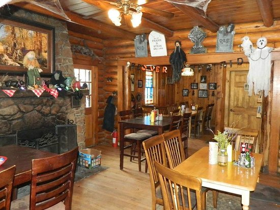 Beaver Meadows Resort Ranch : (The restaurant was still decorated from Halloween)