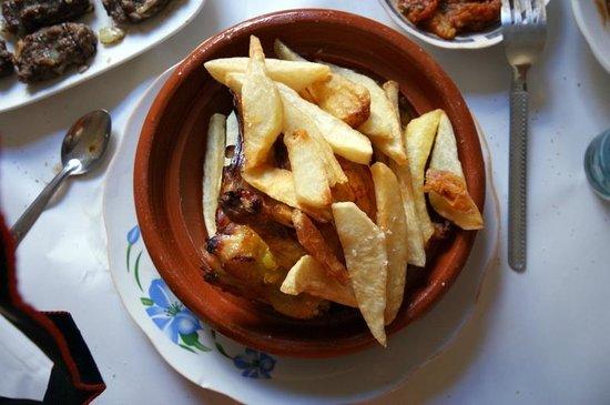 Berrada Family restaurant : Tajine di pollo al limone con patatine fritte