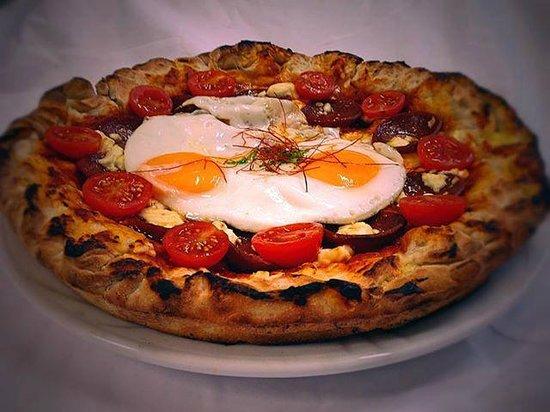 Pizza Mit Türkischen Knoblauchwurst In American Style Picture Of