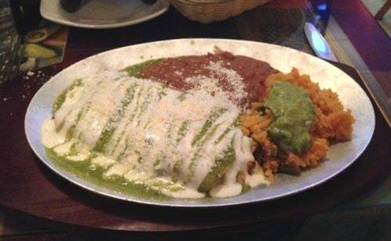 Tulcingo Del Valle: Enchiladas suizas