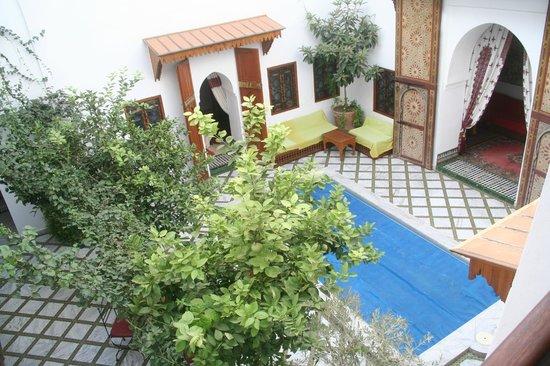 Riad Zineb: Piscine pour les journées chaude et décor superbe