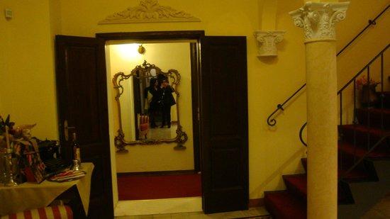 Hotel Portici: recepcion