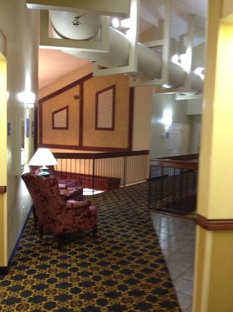 Days Inn & Suites Tahlequah: hall