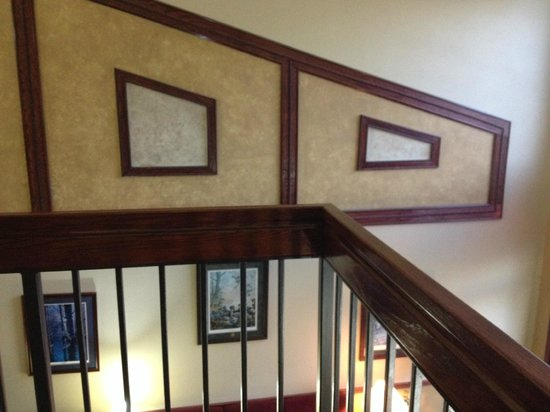 Days Inn & Suites Tahlequah: attractive wood work