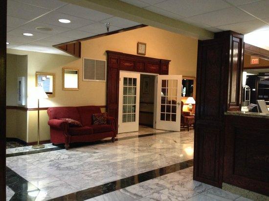 Days Inn & Suites Tahlequah: lobby