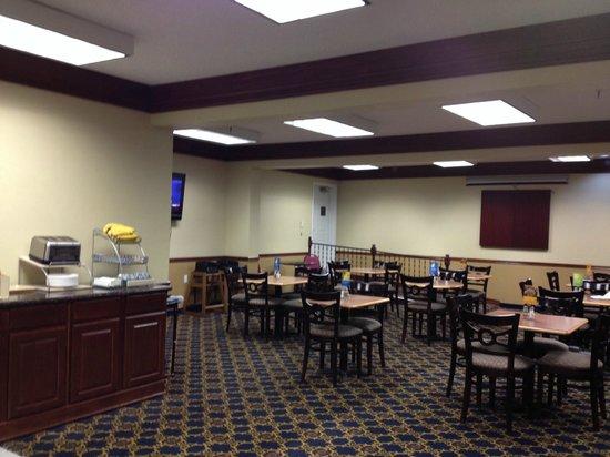 Days Inn & Suites Tahlequah: dining area
