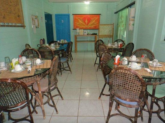 Pousada Leao Marinho: Área do café da manhã