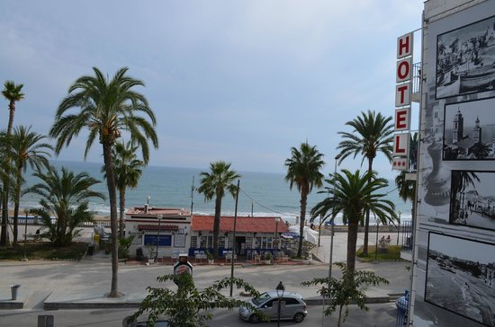 Hotel Platjador : frente do hotel e vista