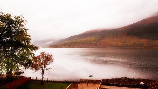 Lochside Guest House : This was the view from our room! Even though it was raining we still thought it was lovely!