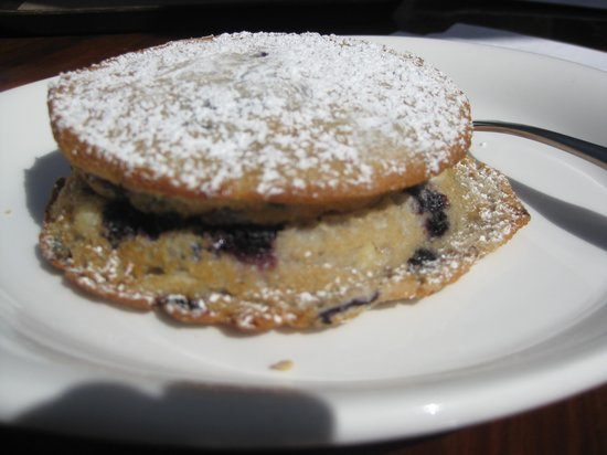 Cafe Kevah : Cream Cheese Filled Blueberry Moon Cake