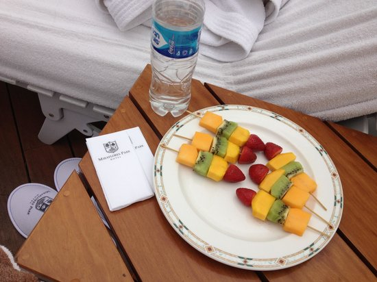 Belmond Miraflores Park: Poolside fruit skewers