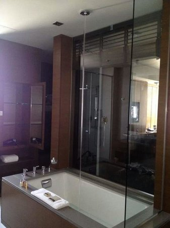 Hotel Le Germain Calgary : Our Awesome Bathtub Fills From Ceiling