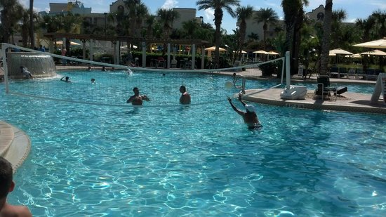 Holiday Inn Club Vacations Cape Canaveral Beach Resort: Very clean and refreshing pool.