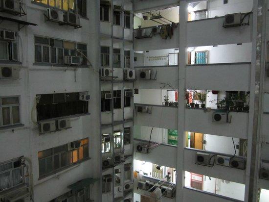 Kowloon New Hostel: Внутренний двор и этажи Mirador Mansion