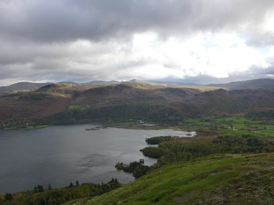 Catbells Lakeland Walk: Derwent Water looking south east. The Borrowdale Hotel on the far shore