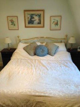 Brocks Guest House: Bed in Richard Beau-Nash room on top floor
