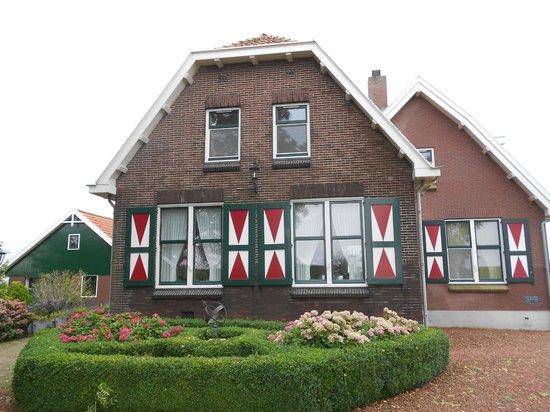 Op de Horsten: A look from the front
