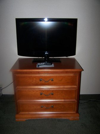 Ramada Alpena: Flat screen TV's