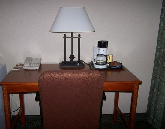 Sanctuary Inn & Conference Center : Desk Area