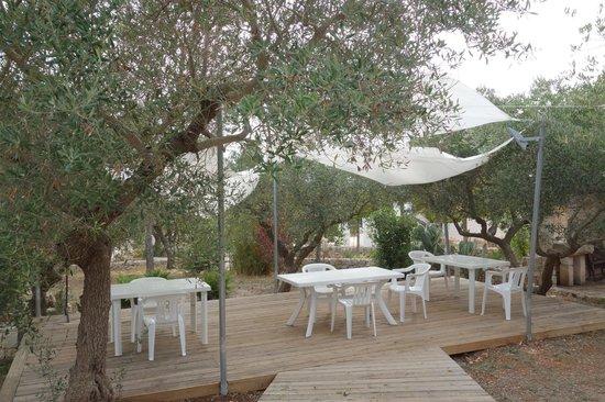 Fuoridalmondo: Outdoor Breakfast Area