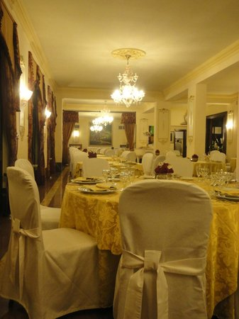 Hotel Castel Vecchio : view of the main dining room