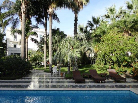 Villa dei D'Armiento: Jardim e piscina da Villa