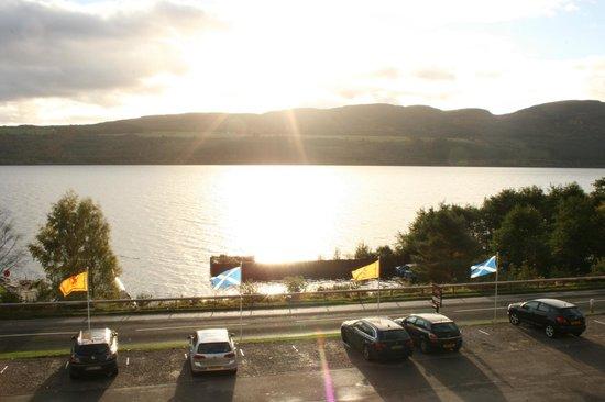 Loch Ness Clansman Hotel: Vue sur le Loch Ness à partir de notre chambre à l'étage