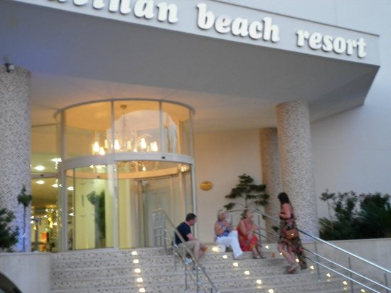 Batihan Beach Resort & Spa: lovely entrance which was guarded 24/7