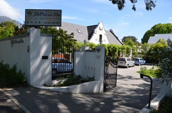 The Oak and Vine Guest House: innganspartiet.